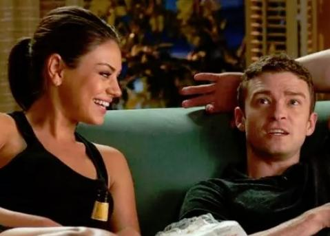 Friend with benefits مترجم